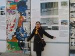 柏林墙保留有遗址的,但这么寒冷的天气实在是不想去找了,就干脆在这里留念也是一样吧,呵呵